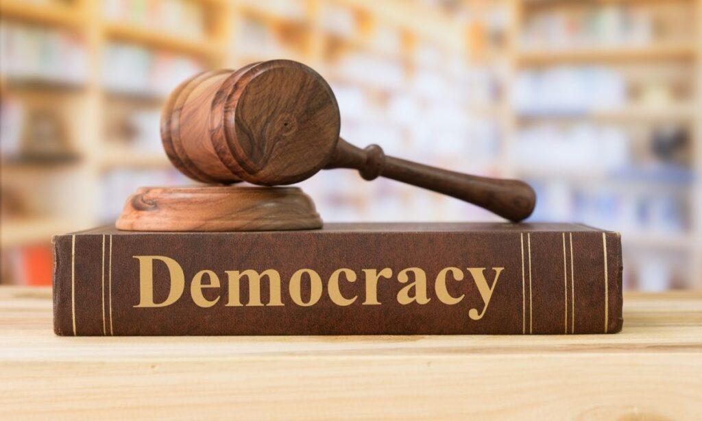 reinventar la democracia