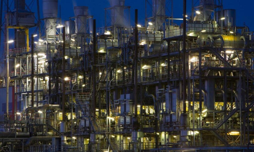 Importación de gasolina cuesta equivalente a 10 refinerías