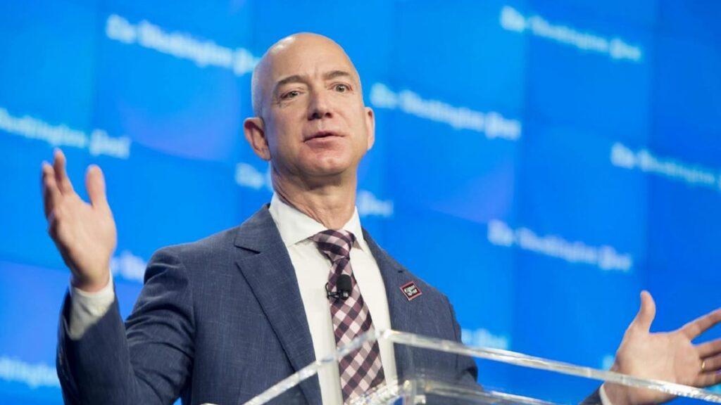 """Jeff Bezos """"abandona"""" Amazon para concentrarse en los viajes al espacio con Blue Origin"""