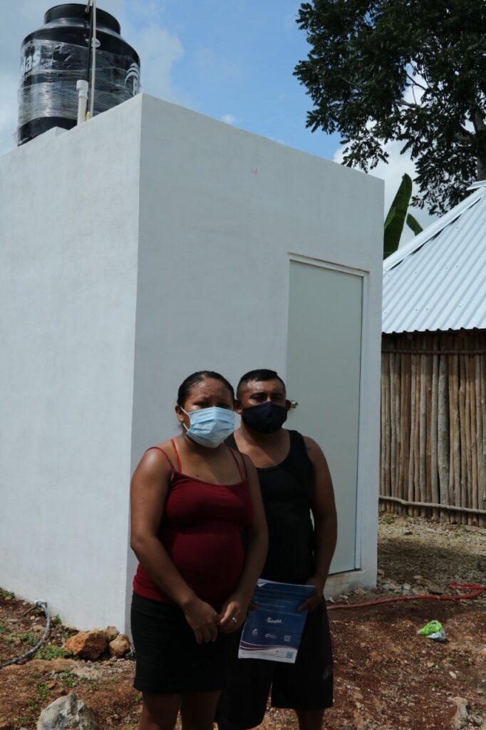 Estufas ecológicas y pisos-baños firmes para mejorar la calidad de vida