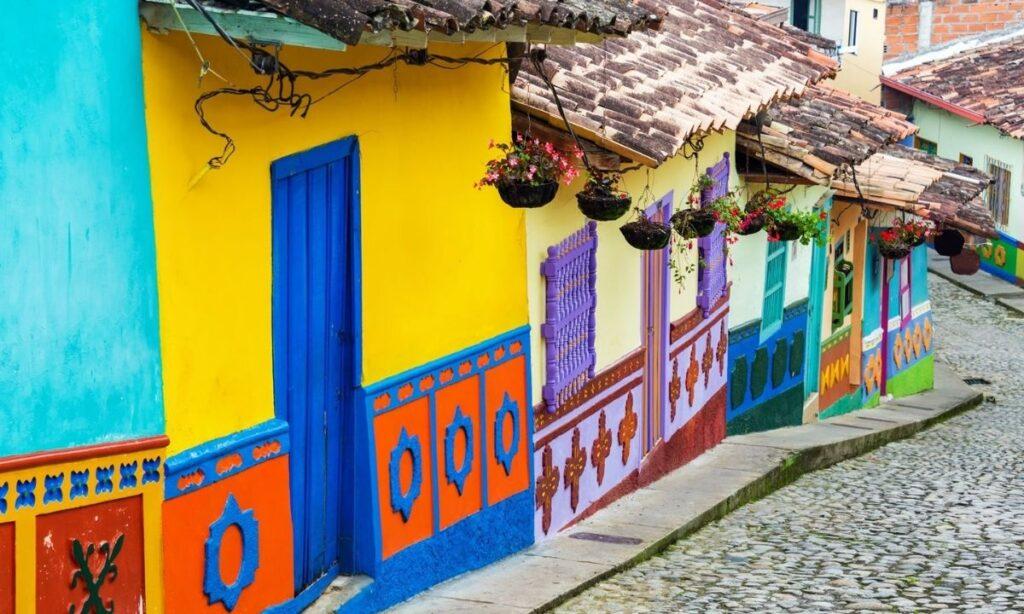 Una Reforma Tributaria que incendio a Colombia