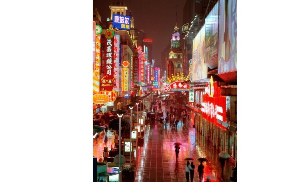 China era un país empobrecido, con un Producto Interno Bruto (PIB) de US$150.000 millones para sus más de 800 millones de ciudadanos, muy por debajo de los US$12,2 billones en 2018, según cifras de la ONU.