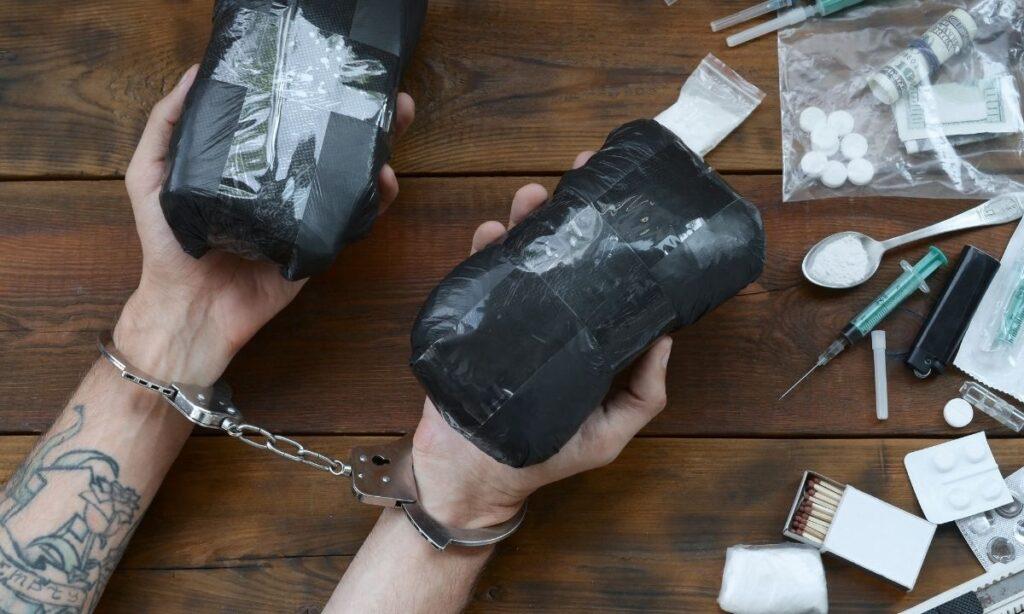 Los traficantes que tradicionalmente suministraban heroína negra o marrón a las ciudades estadunidenses al Oeste del Mississippi, comenzaron en 2012 y 2013 a innovar y cambiaron sus métodos de procesamiento de opio para producir heroína blanca, un producto más puro y potente