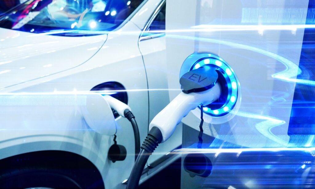 Autos electricos. ¿Qué si contribuye? Menos autos, más transporte público, caminar más, utilizar más una bicicleta o un patín.