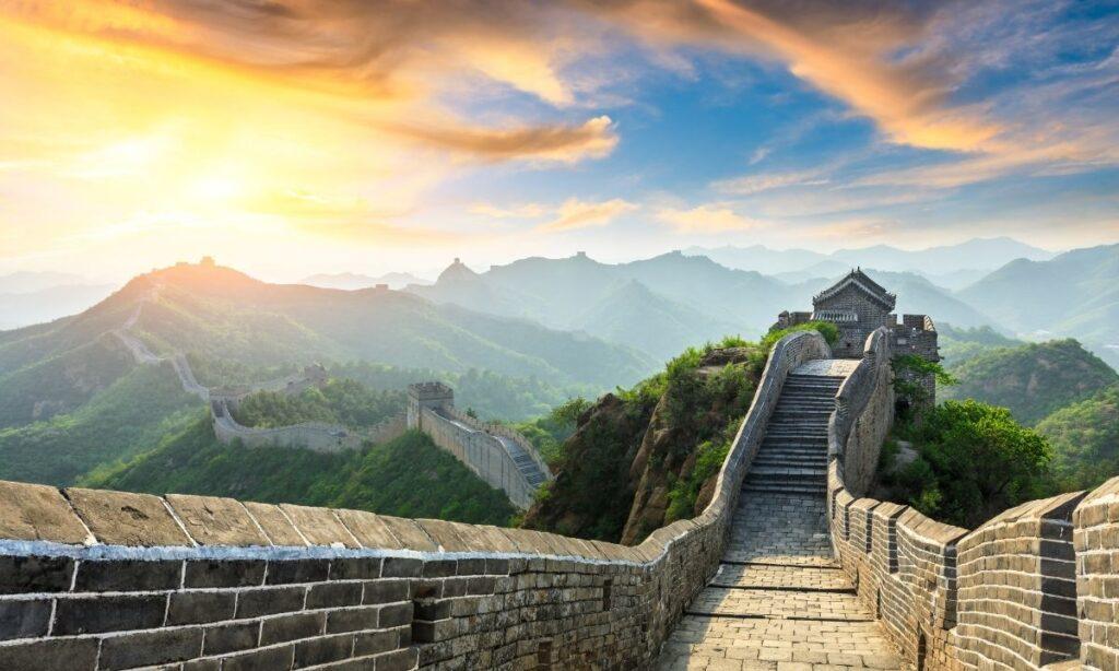 """Bajo la idea de un """"socialismo con características chinas"""", Deng rompió con lo establecido e impulsó una serie de reformas económicas, centradas en la agricultura, la liberalización del sector privado, la modernización de la industria y la apertura de China al comercio exterior"""